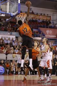 (Foto: Alba Pacheco / enCancha.com) Akindele apareció y desapareció a lo largo del partido
