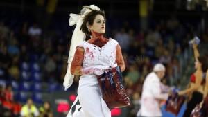 fuente; fcbarcelona A la media parte el Barça ha olido sangre....