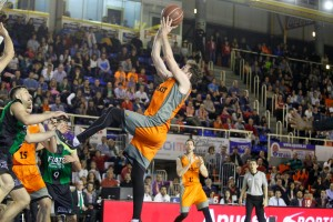 (Foto: Emilio Cobos / Baloncesto Fuenlabrada) Urtasun contra todos
