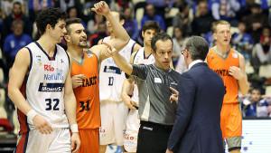 (Foto: ACB Photo / J.Marqués) ¿Tapón de Stevic o manotazo a tablero? Moncho expulsado