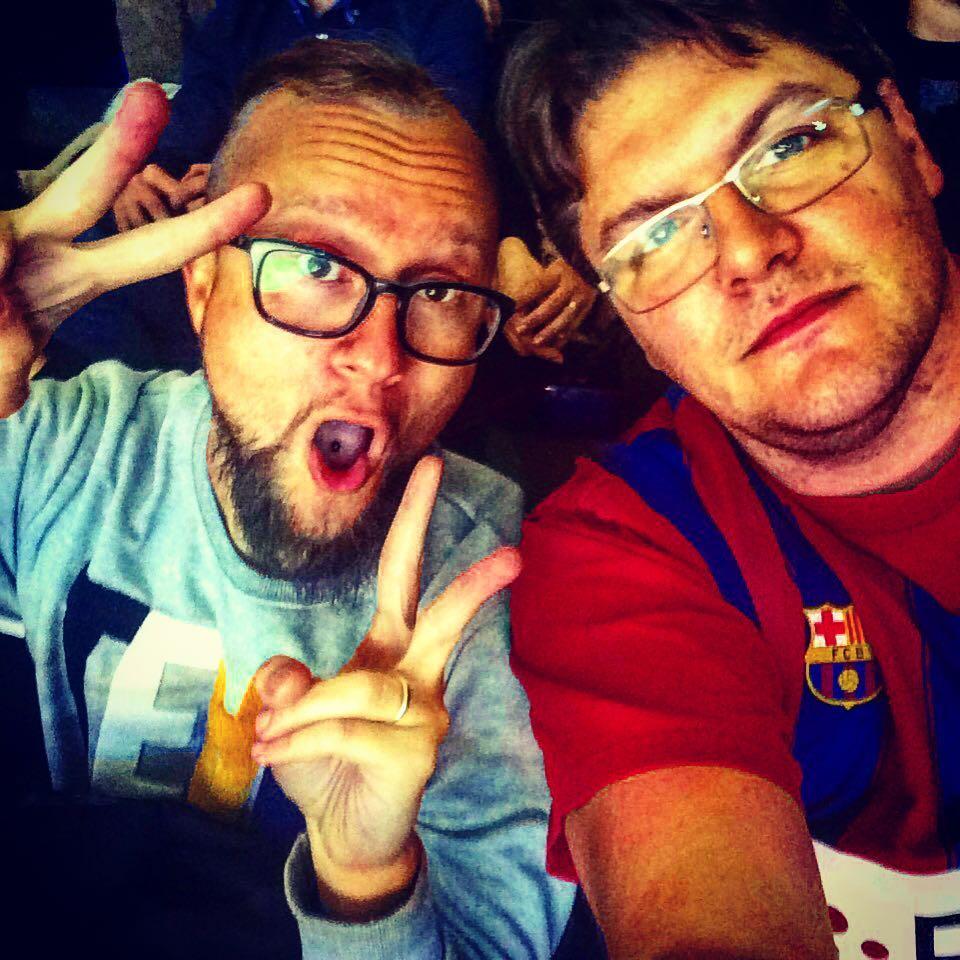 Foto personal mia, Xavi y yo...haciendo el cafre en la grada...ooooooou yeeeeeeeeah